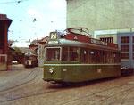 Der Ultraleichte Trammotorwagen Be 4/4 Nr.251 mit dem Übernamen «Bugatti» auf der Linie 7  vor der BVB-Werkstätte Klybeckstrasse 1972