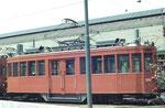Der originelle Trammotorwagen mit Mitteleinstieg als Instruktionsfahrzeug Nr.2060 hinter dem Depot Woesenplatz, 1972