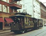 Der Museumstramzug Nr.4 der BVB, die Haltestelle Bläsiring verlassend, 1970