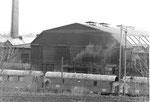 Ansicht auf die grosse Lokomotivhalle des Bahnbetriebswerks Haltingen im Jahre 1971