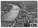 Ansichtskarte Serie Fliegeraufnahmen Basel. Panorama mit drei Rheinbrücken (Luftphoto Aviatik beider Basel- Verlag Gebr.Frey Basel)