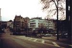 Die Heuwaage mit dem nun abgerissenen «Opera-Haus» und der verschwundenen Birsigtalbahn, 1983