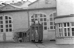 Der Trammotorwagen Be 2/2 Nr. 168 vor der grossen BVB-Werkstaätte, 1969