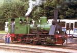 Die historische Dampflokomotive «Kanderli» beim Bahnhof in Kandern im Jahre 1980