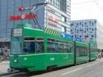 Der Gelenk-Trammotorwagen Be 4/6 S Nr.677 (Linie 16) verlässt die Haltestelle Bahnhofeingang Gundeldingen, 2015