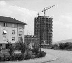 Das 13-stöckige Gellert-Hochhaus wurde soeben durch das Baugeschäft Gebr.Stamm+Cie AG fertig erstellt, 1957