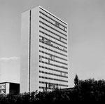 Das 63-Meter hohe ROCHE-Hochhaus nach dem Bau im Jahre 1961 (Architekt: Roland Rohn) Foto: Hans Bertolf (1907-1976 und Franz Bachmann (1907-1990)