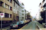Blick vom Riehenring her in die obere Oetlingerstrasse 1983