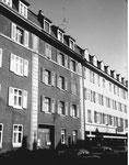 Die Gasstrasse mit dem Wohnhaus Nr.52, rechts der COOP Gasstrasse, 1975