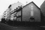 Die Häuserreihe Bläsiring/Ecke Mörsbergerstrasse im Jahre 1983, von rechts nach links die kleinen, schönen Einfamilienhäuser der Familien Gunst, Steiner und Gottardi