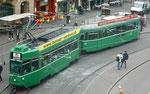 Der Trammotorwagen Be 4/4 Nr.488 und der Anhängewagen B4 Nr.1477 auf der Linie 15 an der Haltestelle Barfüsserplatz, Mai 2017