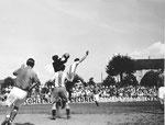 FCB-Torhüter Paul Wechlin während eines Spiels auf dem Landhof 1944-1941 / 1