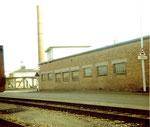 Die Gebäude der BP an der Uferstrasse im Hafen Klybeck 1976