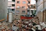 Blick gegen den Bläsiring, das Vorderhaus ist bereits abgerissen, 1991