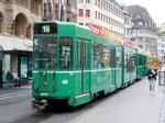 Der Trammotorwagen Be 4/6 Nr.666 auf der Linie 16 an der Haltestelle Marktplatz 2015