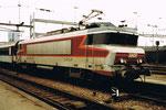 Eine der futuristischen E-Lokomotive der SNCF im Französischen Bahnhof in Basel, 1980