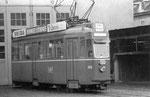 Der Motorwagen Be 4/4 Nr. 408 vor der Werkstätte Klybeck der BVB, 1970