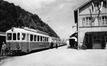 Die «modernere» Waldenburger-Bahn ungefähr 1955,  Postkarte: Photo Müller, Waldenburg