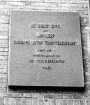 Die Gedenktafel beim Eingang des Bernoulli-Silos, die an den Bau des Silos im Jahre 1924/25 erinnert, 1989