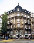 Das markante Eckhaus der Papeterie Schmid auf der Lys, 1999