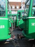 Gekuppelte Trammotor- und Anhängewagen vor dem Depot Dreispitz, September 2016