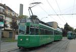 Schöne Ansicht des Trammotorwagens Be 4/4 Nr.461 an der Wechselhaltestelle Bruderholz (Linie 16/LInie 15), 2015