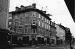 """Das markante Eckhaus mit dem Eisenwaren- und Haushaltgeschäft """"BECK"""" (Beck-Bartenbach) an der Kreuzung Feldbergstrasse/Hammerstrasse im Jahre 1972"""