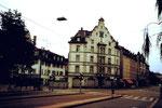 Das Gebäude des Restaurant Lysbüchel an der Ecke Hüningerstrasse/Elsässerstrasse, 1974