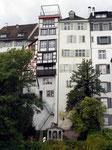 Wie ein Hochhaus: - die Häuser am Münsterhügel auf der Rheinseite, 2015