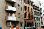 Der Abbruch von den Wohnhäusern Bläsiring 138 + 140, u.a. das Haus der Metzgerei Simon, 1983