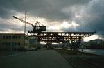 Abendstimmung im Klybeck-Hafen mit dem kleinen Kran der RGU (vorm.Rheinische Kohlenumschlags AG), 2001