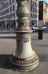 Dieser wunderbare Strommast-Kandelaber auf dem Aeschenplatz. Ein kaum beachtetes Kunstwerk aus den Anfängen des Basler Trambetriebs (BStB) 1895, Foto November 2020