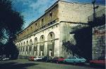 Die gewaltige Stützmauer beim Erdbeergraben und beim Zolli-Parkplatz 1980