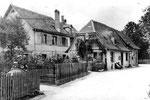 Dorfidylle in Kleinhüningen. Alles Häuser, die dem Rheinhafen zum Opfer vielen. Foto ca.1915