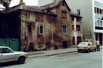 Die Häuserreihe des Restaurants Aeschentor vor dem Abbruch, 1980
