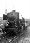 Die Güterzug-Dampflokomotive BR 052 838-0 vor dem Bahnbetriebswerk Haltingen im Jahre 1971