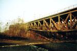Eine der vielen DB-(Deutsche Bahn) Wiesenbrücken die über den Fluss «Wiese» führen, 1985