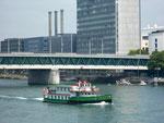 Das nostalgische und beliebte Passagierschiff ,Basler Dybli» der BPG mit Baujahr 1980 oberhalb der Dreirosenbrücke, Mai 2018