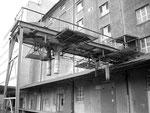 Die LKW-Abfüllanlage an der Hafenstrasse im Hafenbecken 1 im Jahre 1990