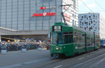 Der Gelenk-Trammotorwagen Be 4/6 Nr.672, an der Haltestelle Bahnhof SBB, hinterer Ausgang, September 2017