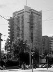 Das 53 Meter hohe Geigy-Hochhaus wurde 1952 durch die Firma Wenk+Cie mit einem sich selbst aufstellenden Spezialkran erbaut und 2017 abgetragen (!!)