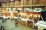 Die Herbstmesse mit der Schiffschaukel in der Halle 7, 1983 (Diese Halle wurde dann zur Musical-Halle umgebaut)