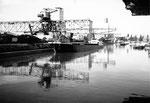 Rheinhafen Basel, die linke Seite des Hafenbeckens 1, 1980