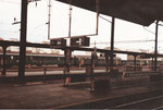 Bahnperrons im Bahnhof Basel SBB mit den unterirdischen Abgängen, 1982