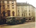 Der Trolleybus Nr.357 beim Erasmusplatz 1972, damals schon Kreiselverkehr mit einer komfortablen Haltestelle in der Mitte.