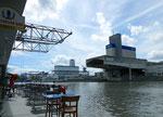 Blick in das Hafenbecken 1, links die originelle Hafenbeiz «Zem roschtige Anker«, 2013