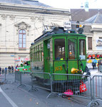 Frontansicht des Trammotorwagen Be2/2 Nr. 163 an der Haltestelle Stadttheater. Bereitgestellt als Fasnachts-Comite-Unterkunft 2018