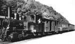 Die Dampflokomotive «G.Thommen» Nr.5 der Waldenburger-Bahn vermutlich 1953, Postkarte: Photo Müller Waldenburg