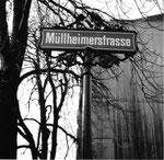 Strassenschild an der Kreuzung Müllheimerstrasse/Bläsiring im Jahre 1970