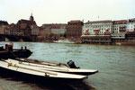 Die ehemalige Schiffsanlegestelle Klingental mit Blick Richtung Schifflände mit dem Personenschiff «Rheinfelden» der BPG, 1974